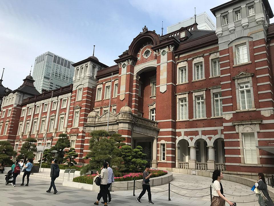 東京駅丸の内出口広場