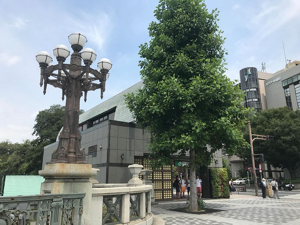 JR四ツ谷駅の街灯