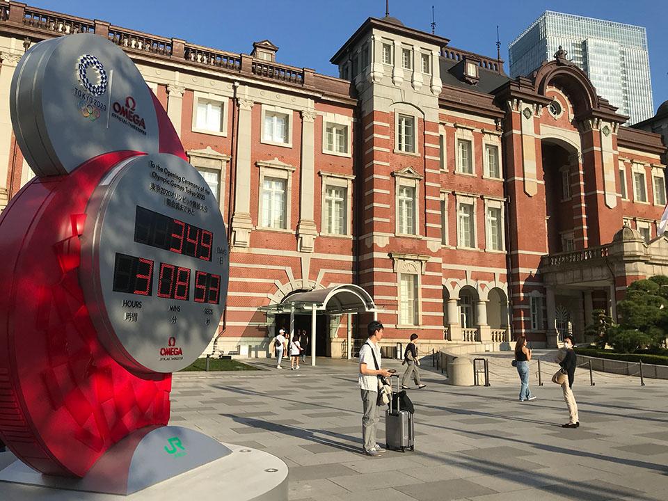 東京駅丸の内出口に設置の東京五輪時計