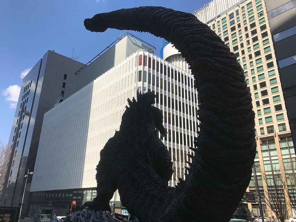 日比谷シャンテ広場のゴジラ像